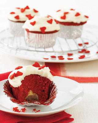 red-velvet-cupcakes_slideshow_image.jpg